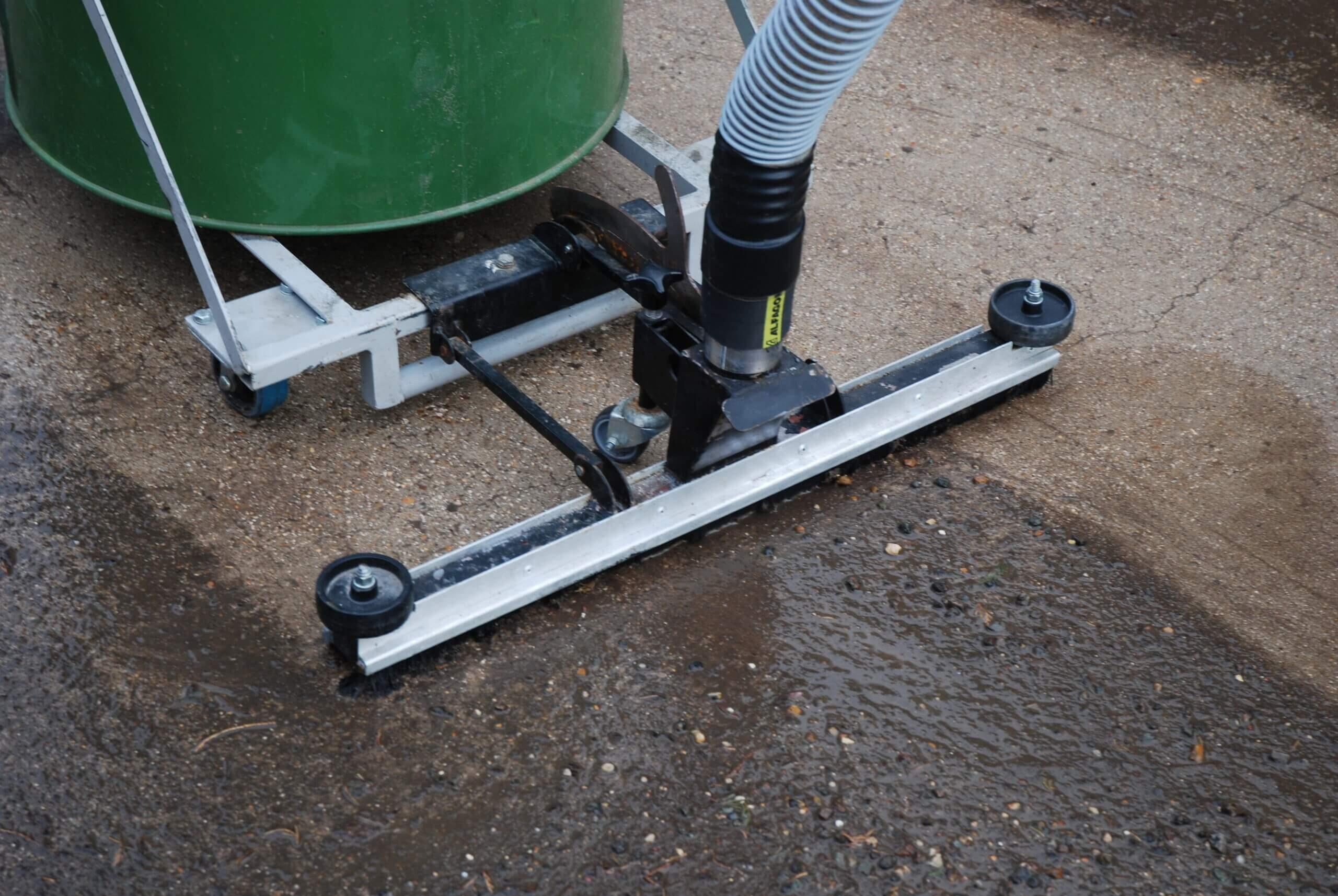 Big Brute Wet & Dry Floor Squeegee Cleaning A Wet Floor
