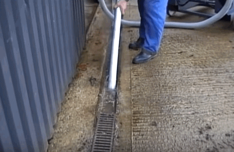 Cleaning out Gullies and Drains with a Big Brute Wet & Dry Industrial Vacuum Cleaner